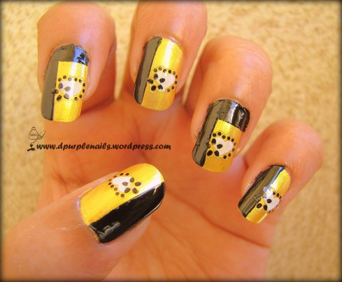 Golden heart nails